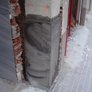 grietas. refuerzo en pilar patologia estructural de origen sismico