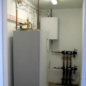 Suelo radiante calor-refrigeracion pasiva y  agua caliente sanitaria mediante doble red horizontal de 400m. Barcelona